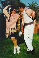 Foto de una pareja posando con vestimenta de la marinera serrana