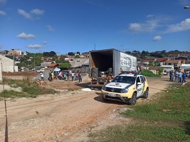 Idosa morre após ser atropelada por caminhão de lixo em Colombo