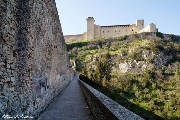 Spoleto, la rocca vista dal Ponte delle Torri