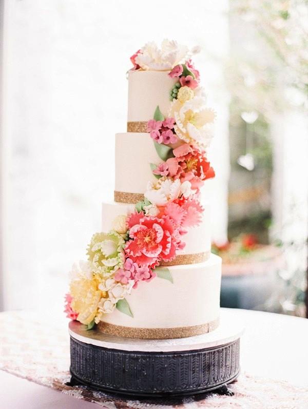 tarta nupcial decorada con flores chicanddeco