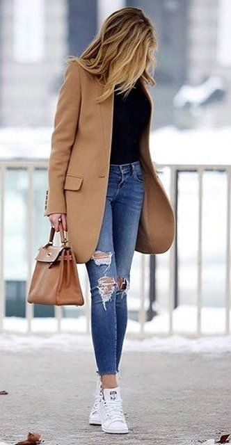 what to wear with a nude coat : bag + skinny jeans + top