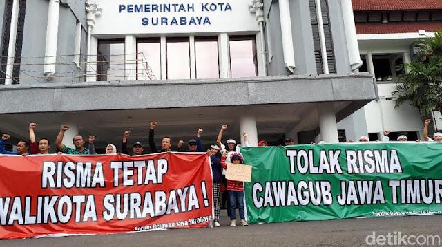 Massa di Surabaya Tolak Risma Jadi Cawagub Jatim