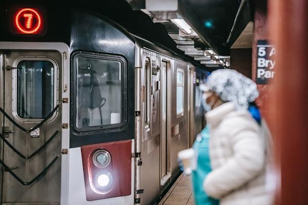 Caricato: Encerramento do Flash interrompe comboios chineses durante 16h!