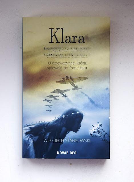 """Recenzje #77 - """"Klara o dziewczynce, która śpiewała po francusku"""" - okładka książki pt.""""Klara  dziewczynce, która śpiewała po francusku"""" - Francuski przy kawie"""