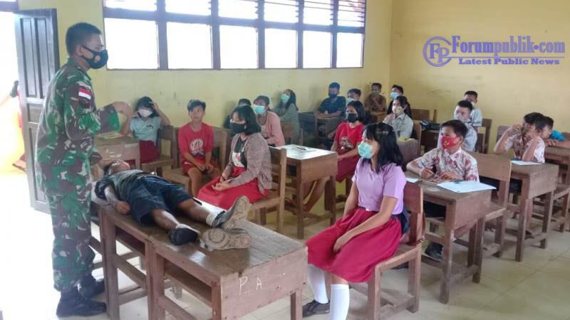 Personel Satgas Yonif 144/Jy Sosialisasikan Penanganan Penyakit Menular dan Pertolongan Pertama Bagi Siswa