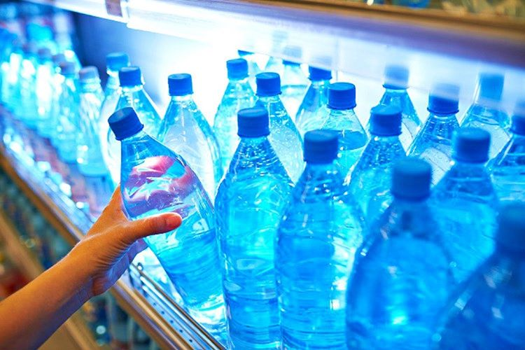 Şişe su için para ödemeyi bıraktım, suyumu eve aldığım arıtıcıdan doldurmaya başladım.