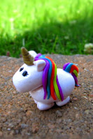 unicornio hecho de plastilina