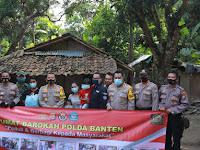 Kapolda Banten Bhakti Sosial Program Jumat Barokah, Bantu Warga Terdampak Covid-19