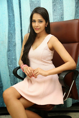 Abha+Singhal+Latest+Stills+(15) Actress Abha Singhal Spicy Photo Gallery in Skirt