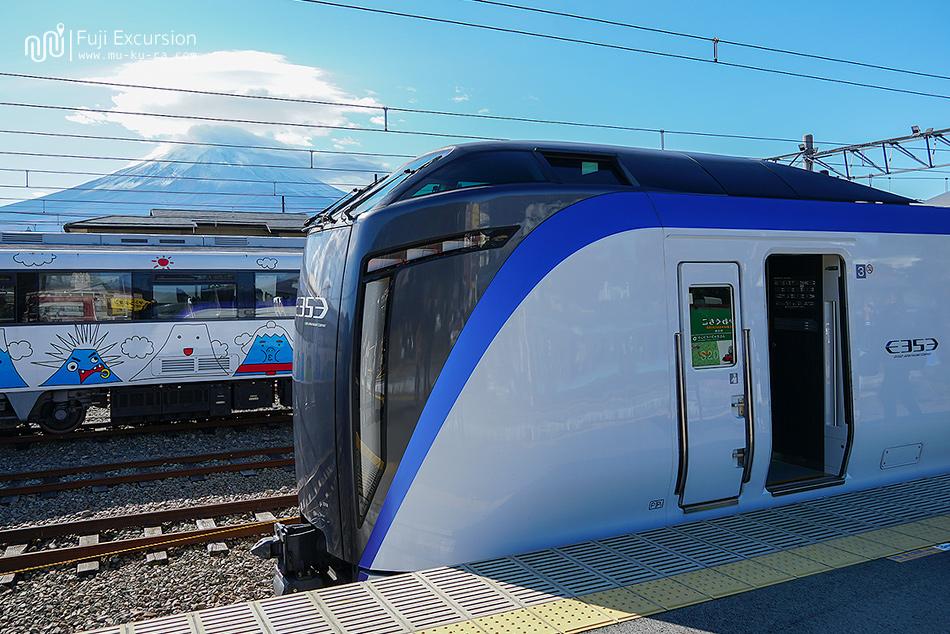 รีวิว Fuji Excursion รถไฟด่วนขบวนใหม่ วิ่งตรงจาก Shinjuku ถึง Kawagichiko