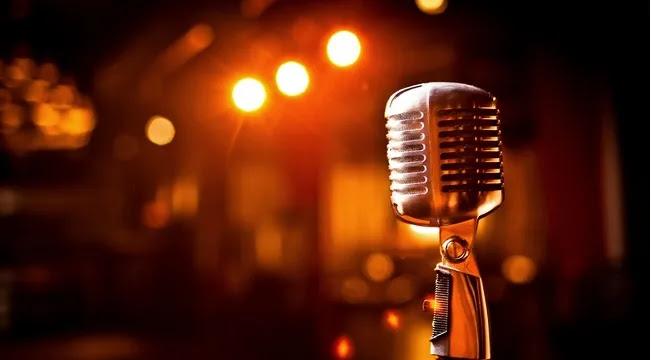 Tραγουδίστρια ξεσπά: «Έκανα το εμβόλιο, αλλά δεν πήρα πίσω τη ζωή μου»