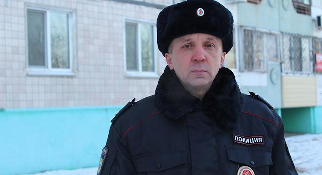 В Хабаровском крае полицейский спас из пожара двоих детей, бабушку и их четвероногого друга