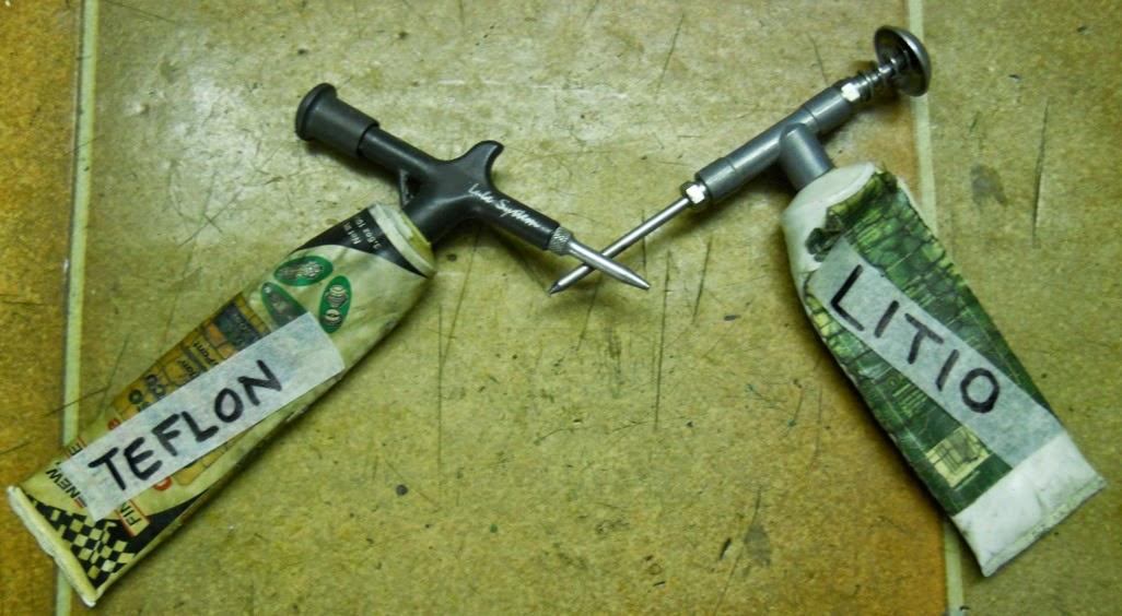 Pzz garage grasso al teflon vs grasso al litio officina pzz for Officina garage indipendente