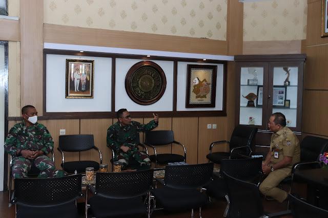 Bupati Karanganyar Sambut Hangat Kunjungan Danbrigif MR 6 Kostrad