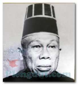 dr. Radjiman Wedyodiningrat (menjabat sebagai BPUPKI Ketua pada saat awal dibentuk)