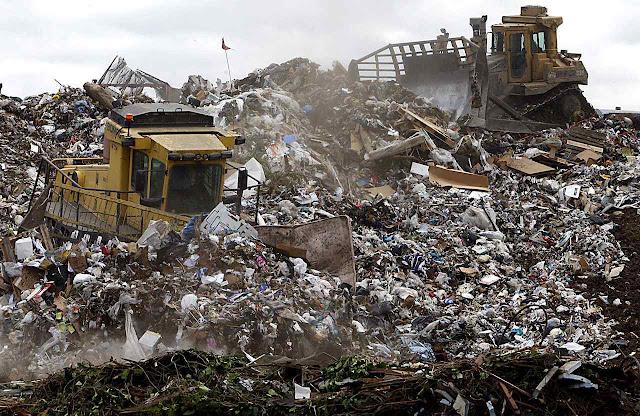 A sociedade industrial gerou problemas que não existiam, como o do lixo, hoje explorados pelo ambientalismo para derrubar a própria sociedade industrial!