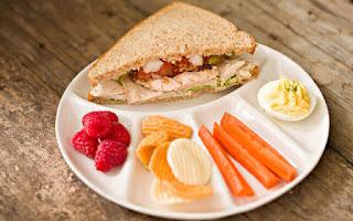 Sándwich y verduras