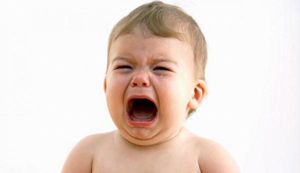 bagaimana cara menenangkan bayi yang menangis