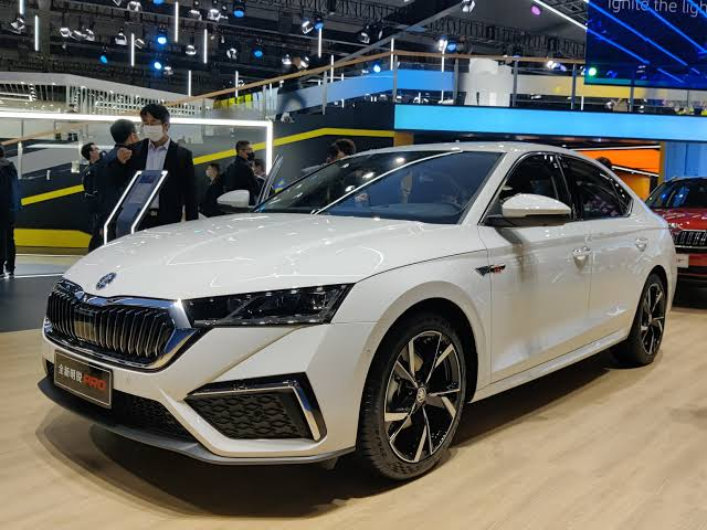 Skoda Octavia 2021: is it an icing on the cake?