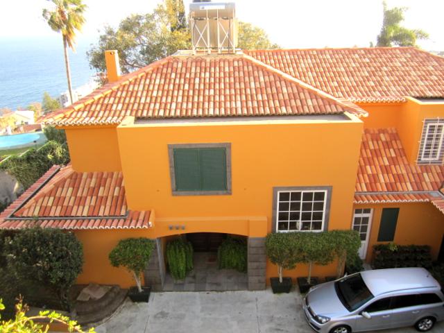 Yellow house Madeira