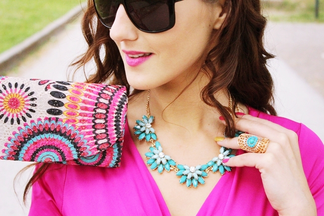 colorful accessories and jewelry outfit ideas