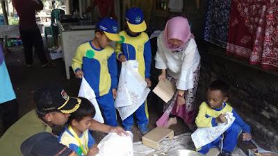 Siswa MI Al Istiqlal Kosambi Belajar Membatik di Bale Batik