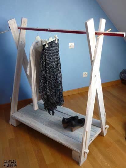 expositor de ropa con tablas de palets. Black Bedroom Furniture Sets. Home Design Ideas