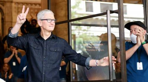 Apple warns of iPhone and iPad sales