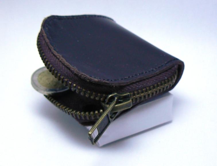 Petit porte monnaie rustique en cuir semi fermé avec pièces