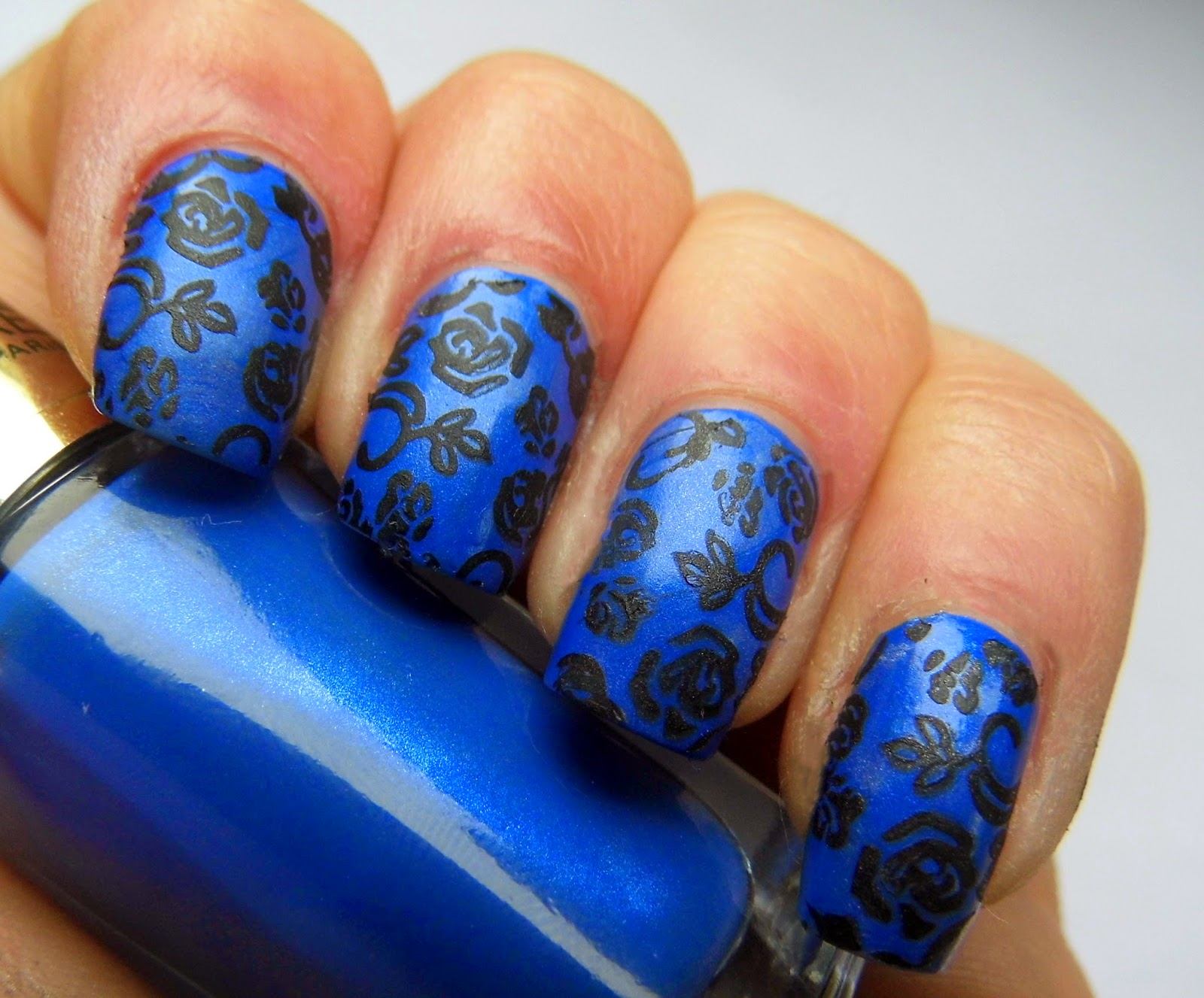 loreal-color-riche-rebel-blue-stamping-m65-essence-stamping-black-swatch-nail-art-picture
