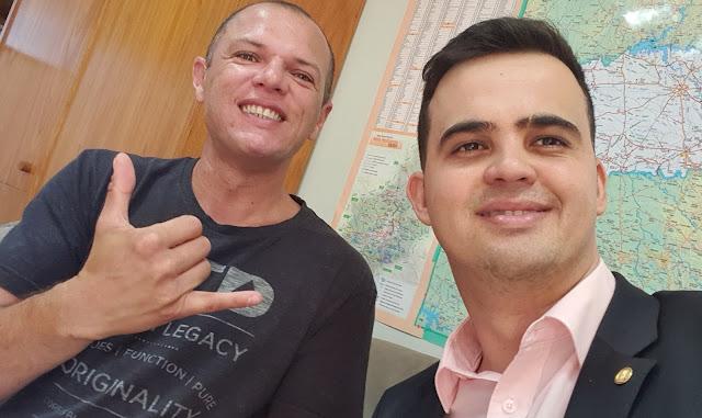 Ativista Gilberto Alves Júnior, que abriu os olhos da população para o crime do assessor de José Guimarães, que colocou dinheiro na cueca, ao lado de Cabo Junio Amaral.