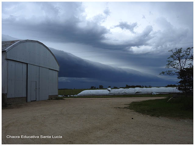 Cielo de tormenta-Chacra Educativa Santa Lucia