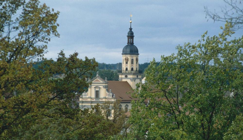 Blick ins Tahl auf die evangelische Kirche Wilhermsdorf