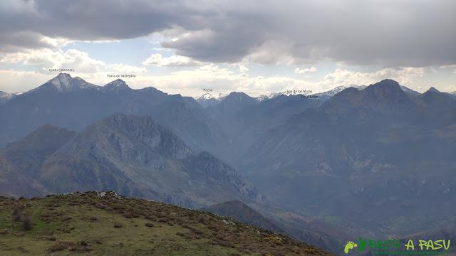 Vista desde la Porra Bescoba al Cantu Cabroneru y los Beyos