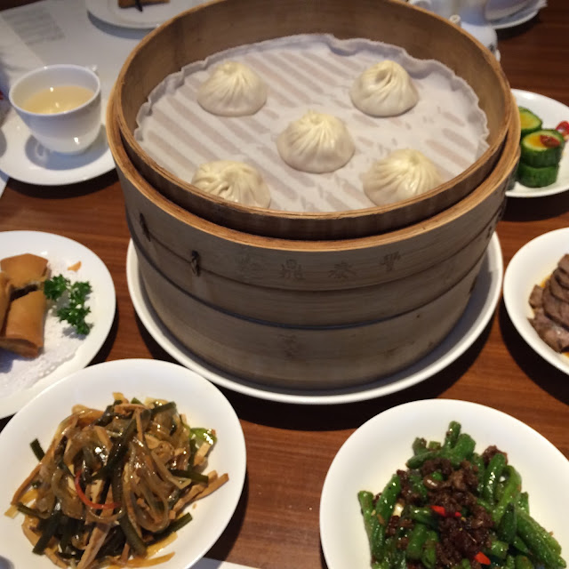 Xiao Long Bao og adskillige andre gode retter på Din Tai Fung, Shanghai.