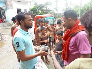 बाढ़ पीड़ितों को सेवा को हम अपना धर्म मानते हैं सेवा लगातार रहेगी जारी- प्रिंस यादव