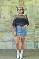 http://www.karyn.pl/2018/05/jeansowa-spodnica-i-pzezroczysty-top.html