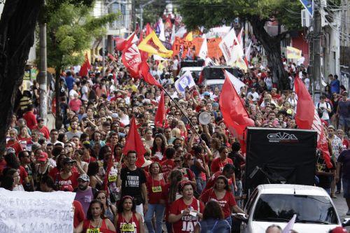 Setores no Ceará começam a aderir à greve geral