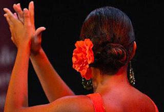 Imagen de una bailaora dando palmas