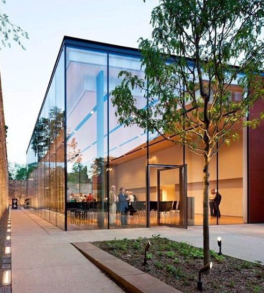 rumah minimalis desain arsitektur kaca yang unik