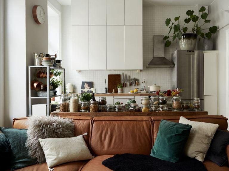 Cocina abierta al salón de estilo moderno y vintage