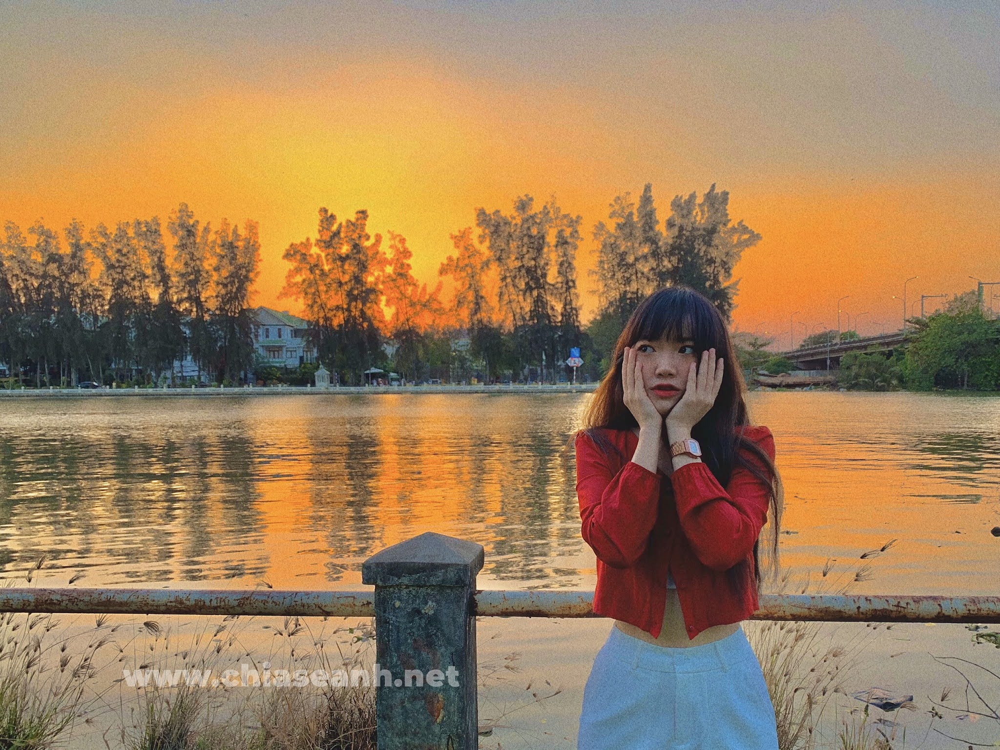 Nguyễn Thùy Dương - Cử nhân luật với 'vòng eo con kiến' khiến bao chàng xuýt xoa