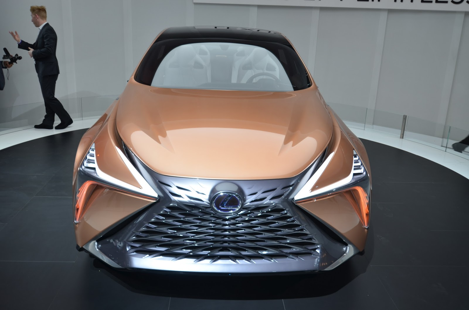 Lexus-LF-1-9.JPG