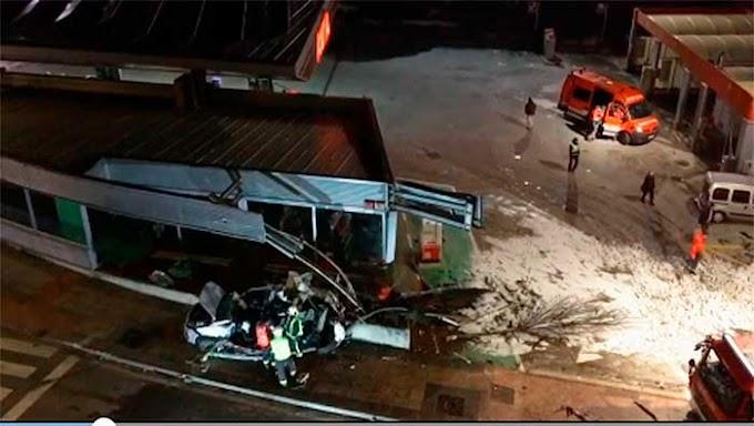 Dos hermanos menores mueren cuando una guagua arrolló el vehículo en el que viajaban