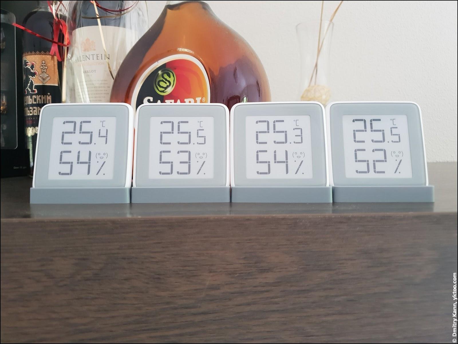 Показания четырёх термометров почти одинаковые.