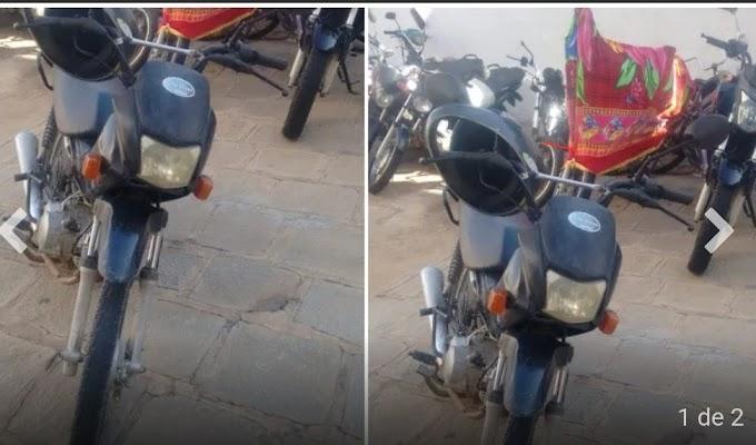 PM recupera moto roubada, prende jovem de 19 anos e apreende adolescente de 17 anos pelo crime de roubo, em Salgadinho