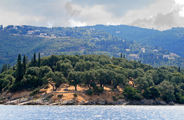 The coast between Kalami and Nisaki. Corfu. Greece. Побережье между Калами и Нисаки. Корфу. Греция.