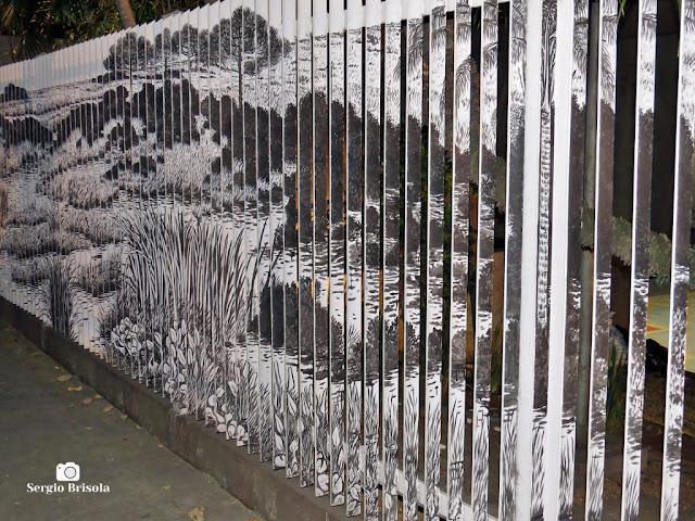 Close-up de uma Arte pintada no gradil de um banco da Avenida Faria Lima - Jardim Paulistano - São Paulo