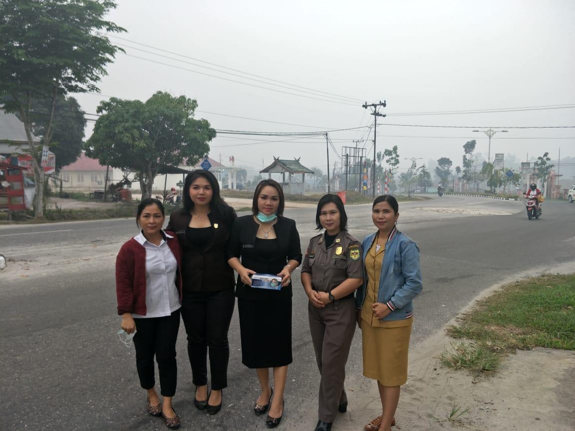 Stop Karhutla..!!! Gumas Darurat Udara Sehat, Dewan Bagi-Bagi Masker