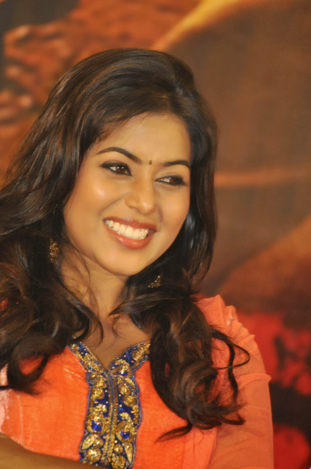 Poorna photos in salwar kameez at thagaraaru movie press meet